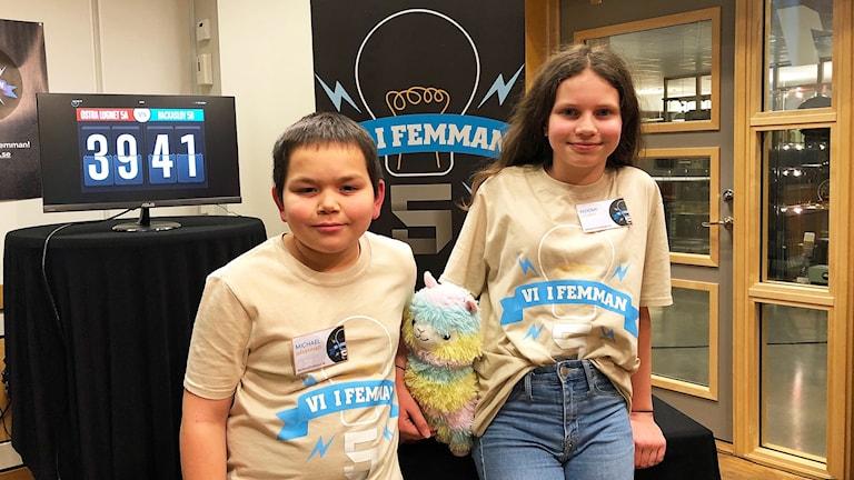 Michael Sävenhed och Noomi Gelber är tillbaka för att tävla för Bäckaslövskolan 5B.