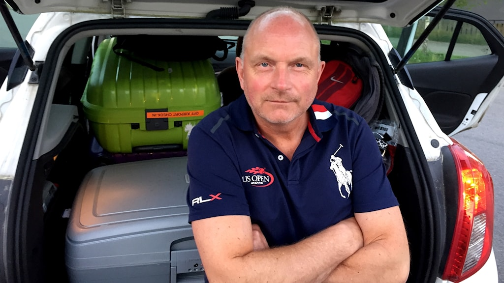 Mats Nilsson, tågresenär som skulle från Kastrup till Tingsryd, sitter på bakluckan till sin bil.