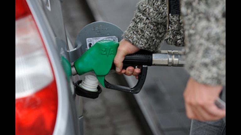Tankar bensin. Foto: Leif R Jansson / SCANPIX