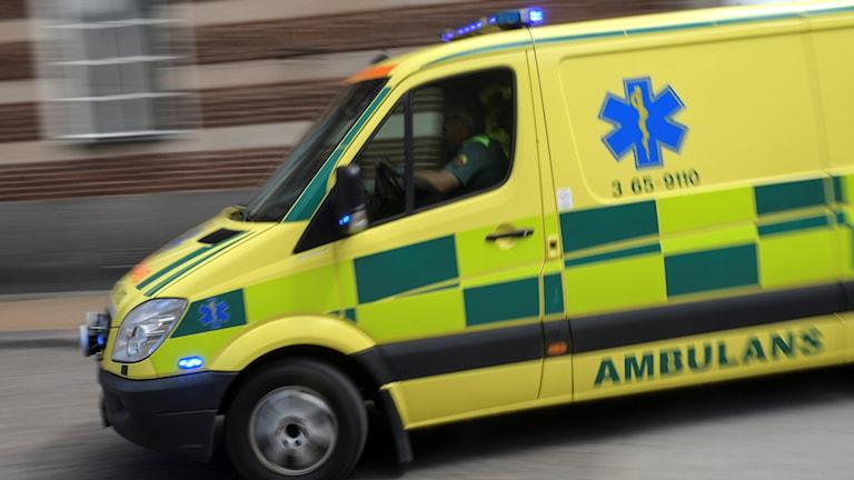 Man vårdas för livshotande skador efter fyrhjulingsolycka.