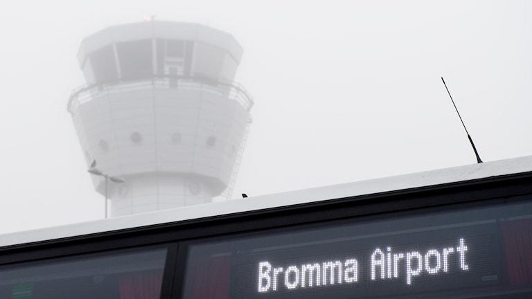 Dimmigt flygtorn på Bromma flygplats. Arkivbild.