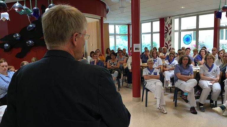 Per - Henrik Nilsson och personal på Ljungby lasarett