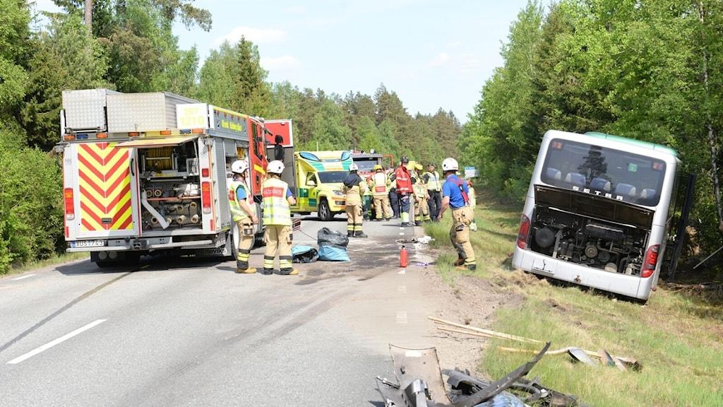 Buss och bil krockade mellan Rottne och Brittatorp