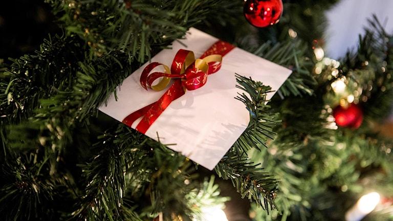Presentkort i en julgran