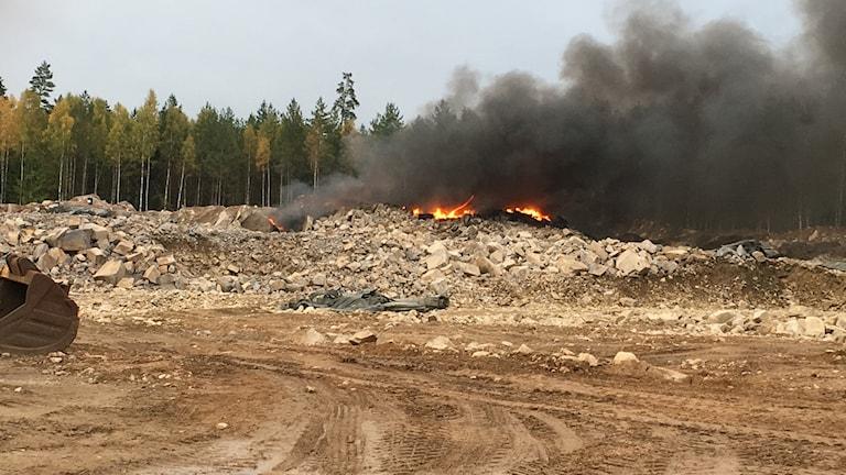 Brand på arbetsplats i Öjaby