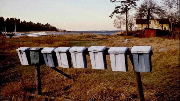 Brevlådor på landsbygden.