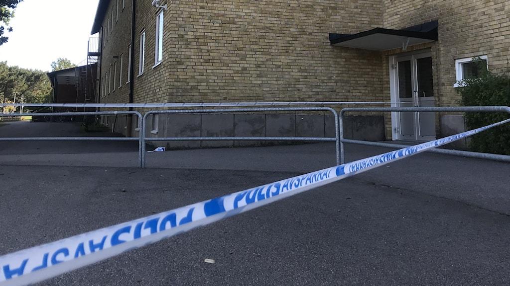 Polisavspärrning framför Braås skola