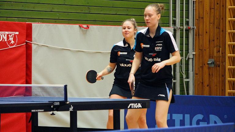 Lisa Rydén (närmast), Alexandra Sandhèn, Dänningelanda 2017/2018