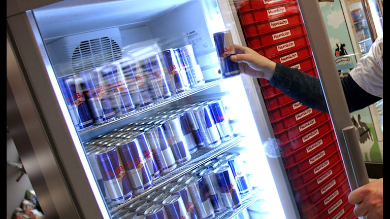 Energidrycker i kyl i affär. Foto: Fredrik Sandberg / Scanpix