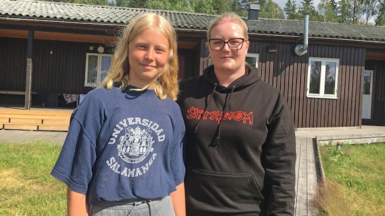 Lovisa Säll och Malin Svensson på killfritt läger.