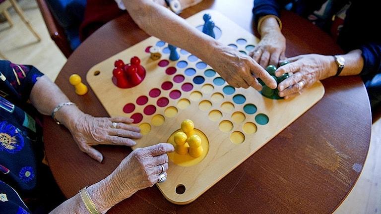 Spel äldreboende