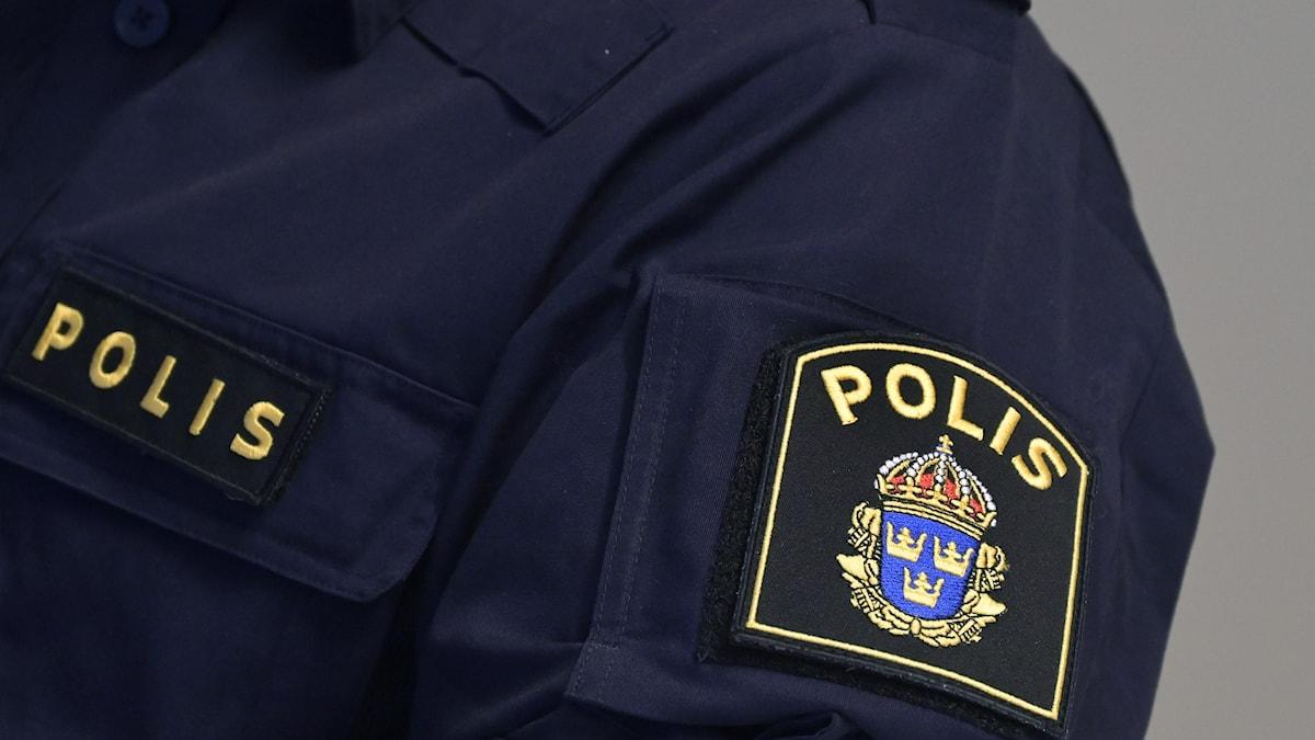 En bild på en polisjacka