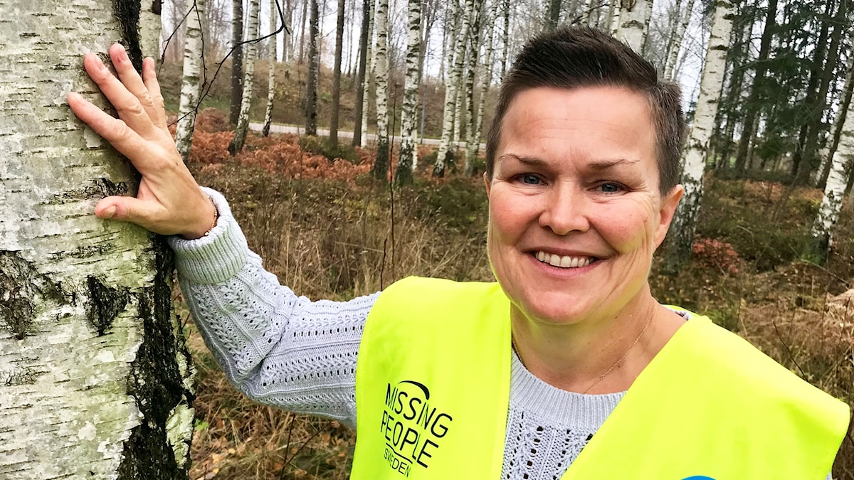Annica Kling, Missing People Kronoberg  står mor ett träd