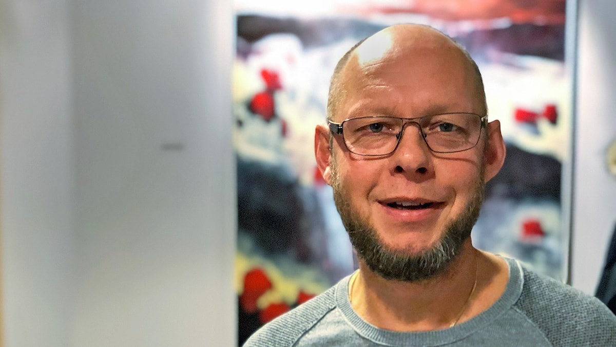 Anders Åberg tittar in i kameran