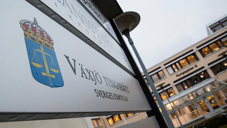Skylten utanför tingsrätten i Växjö - Växjö Tingsrätt.