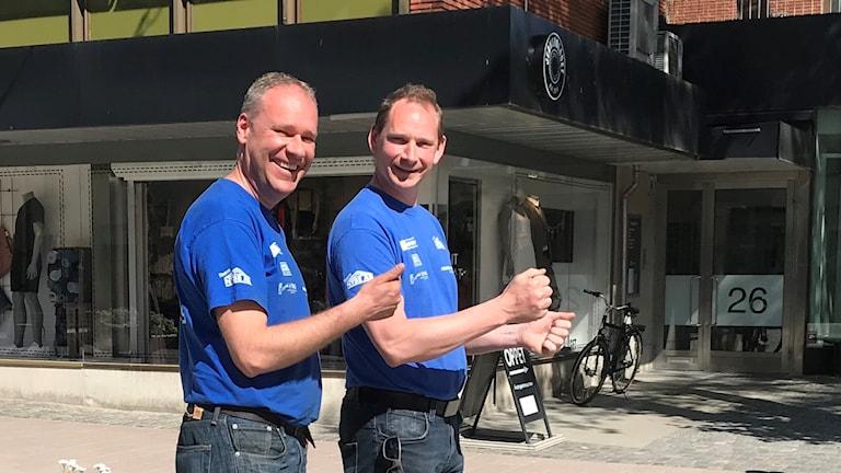 Kartläsaren Mathias Bengtsson och föraren Robin Bengtsson laddar inför South Swedish Rally med start och mål i Älmhult.