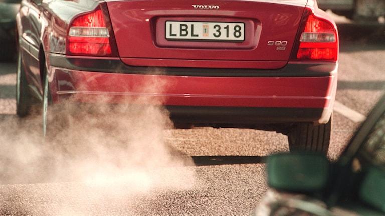 Bil spyr ut avgaser. Foto:Leif R Jansson/Scanpix