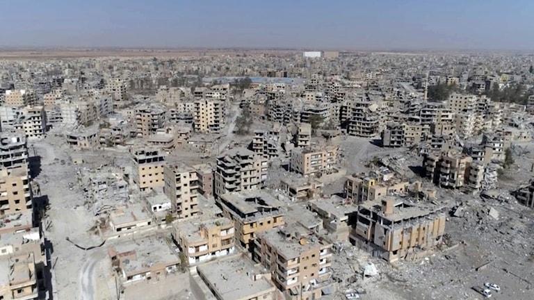 Skadade byggnader i Raqqa, Syrien.