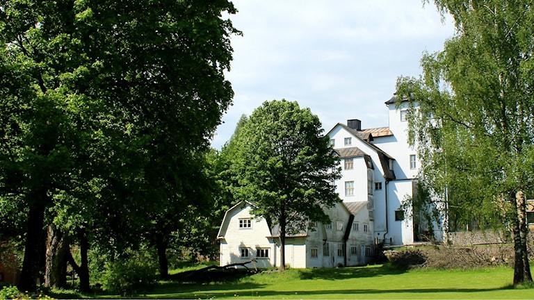 Ett vitt hus i Älmhult.