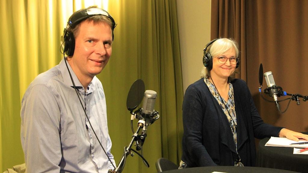 Christian Blomkvist, Smittskyddsläkare, Lena Andersson Nazzal, vaccinsamordnare i studio 1 i Växjö.
