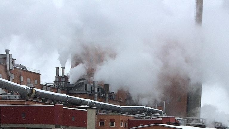Utsläpp vid en fabrik. Arkivbild.