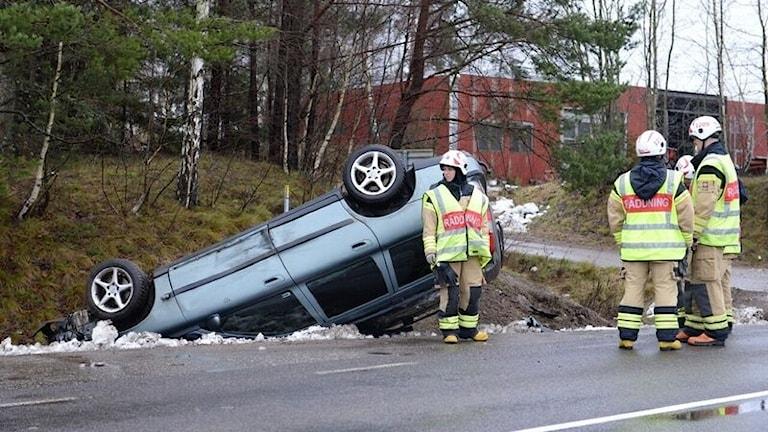 Bil körde av vägen