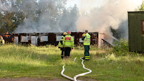 Den brinnande ladugården i Bondeskog.