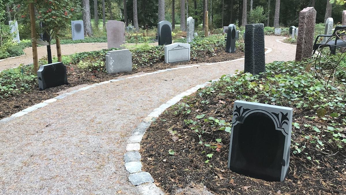 Gravkvarter med bara återvunna gravstenar
