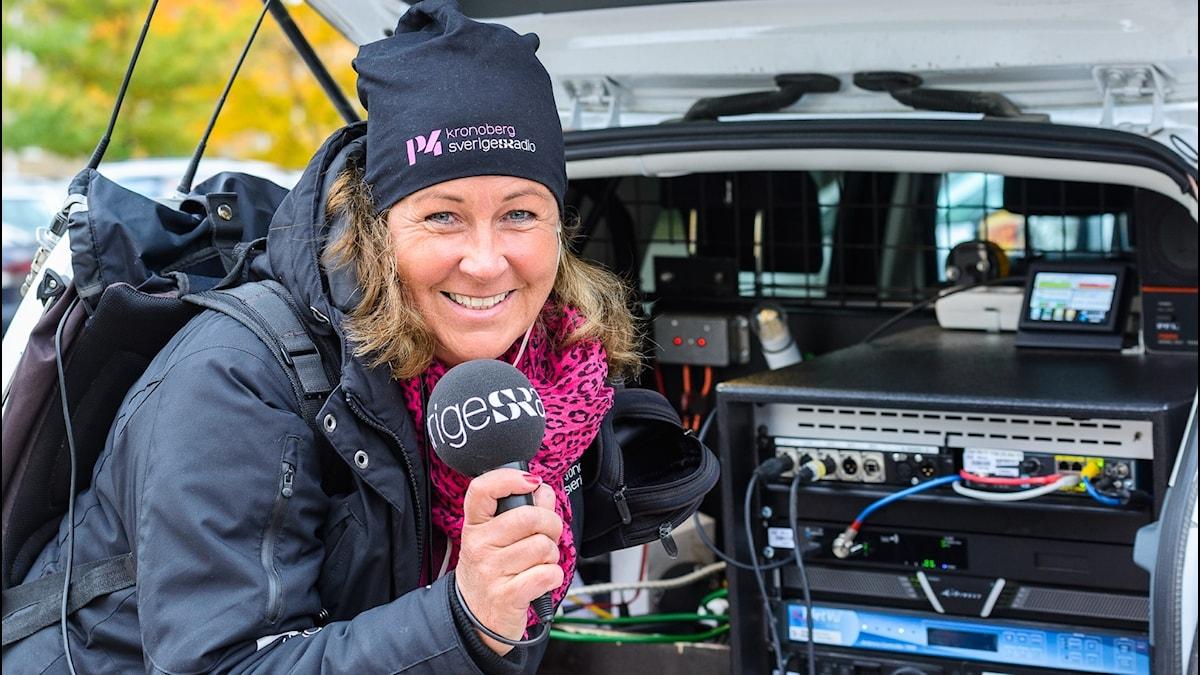 Carina Bergqvist i sändningsbilen