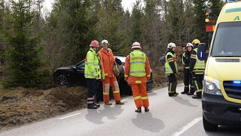 Olycka med räddningstjänst på länsväg 122.