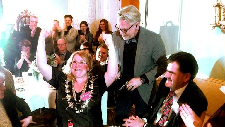 Jennie Lange Karlsson jublar när hon får reda på att hon vunnit Årets Kronobergare 2016.