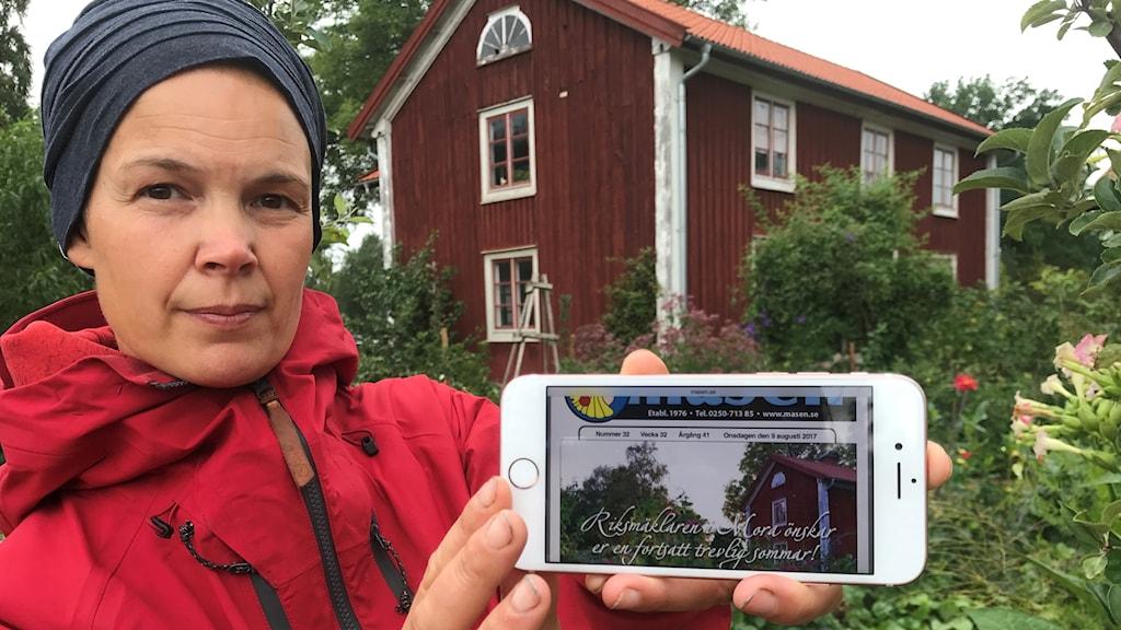 Sara Bäckmo visar hur hennes bild använts olovligen.