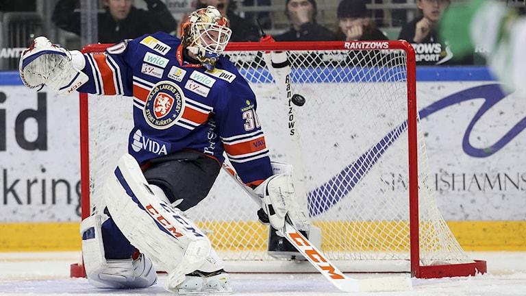 Växjös Joacim Eriksson storspelade i målet.