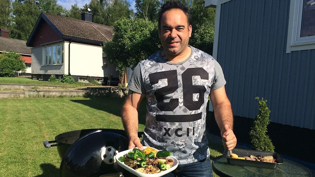 Daniel Belmonte tävlar i TV 4:s grillmästarna. Foto: Lars-Peter Hieller/Sveriges Radio