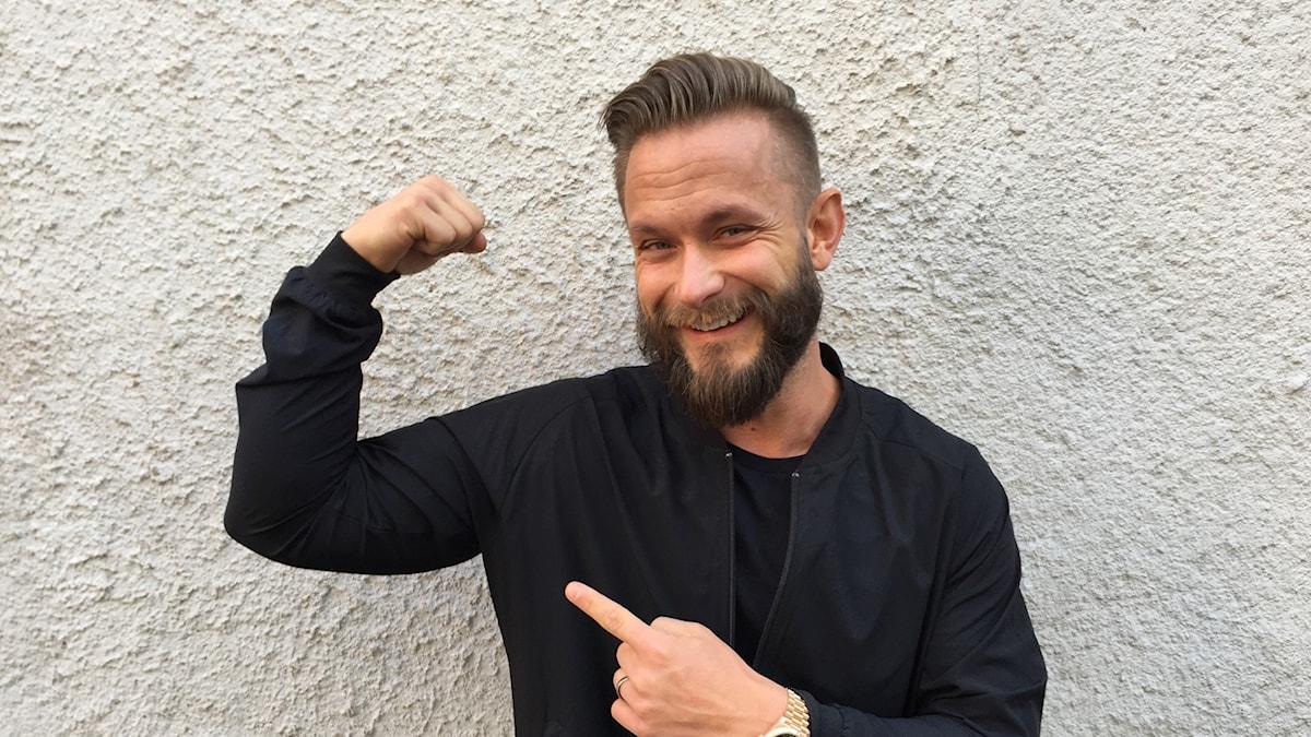 Magnus Lygdbäck spänner musklerna