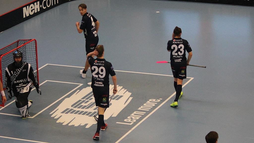 Markus Jonsson och Manuel Engel deppar efter att gästerna gjort mål.