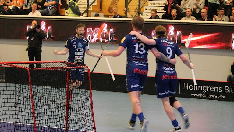 Växjö Vipers och Filip Kjellsson firar mål
