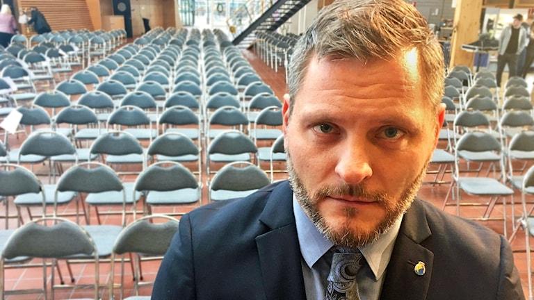 Tomas Stjernfeldt tittar in i kameran