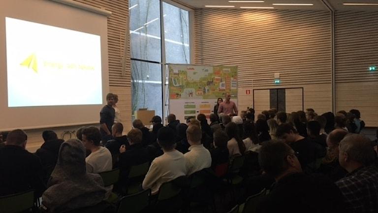 Cirka 200 gymnasieelever besökte föreläsningen på fredagen.