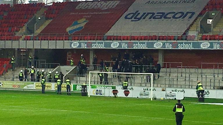 Polis fick hjälpa till att avhysa Landskronasupportrarna från lördagens match.
