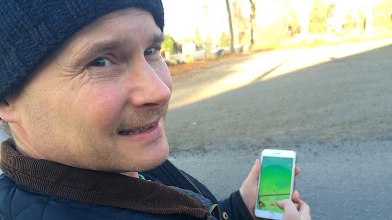 Larry Pilut spelar Pokémon