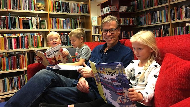 Johan Anderblad på biblioteket i Ryd