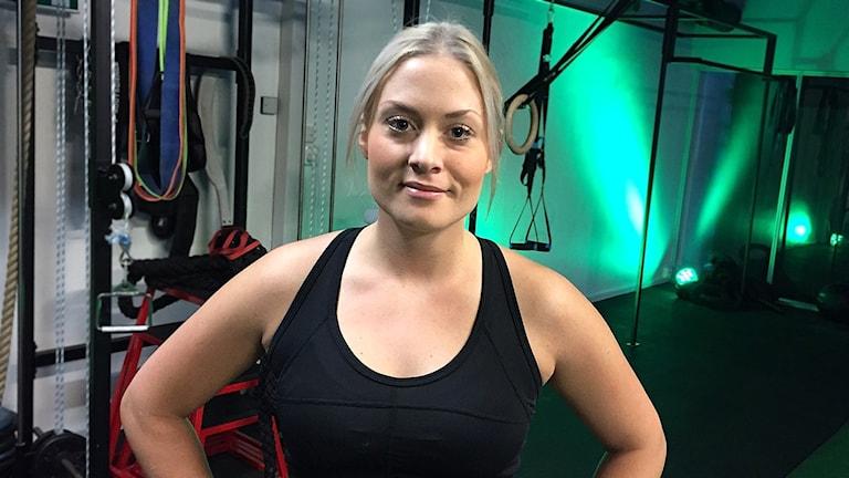 Erika Bengtsson med armarna i sidorna.