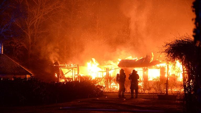Ladugård som brinner.