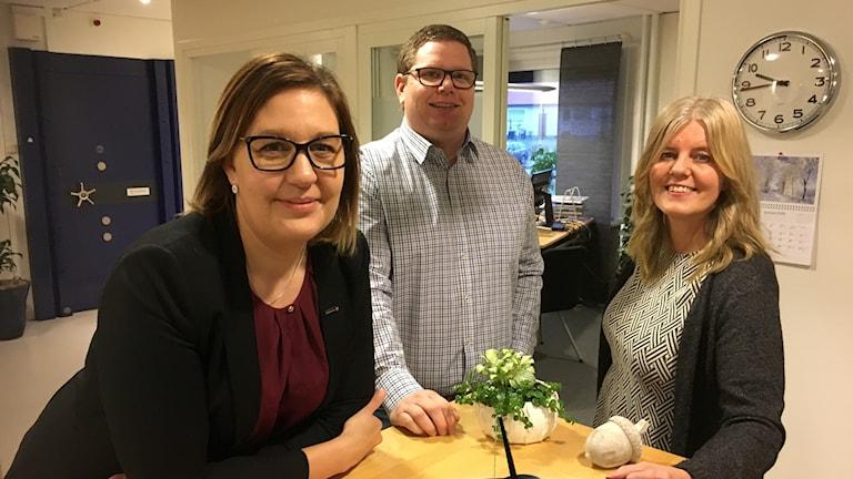 Terese Ambjörn, Tomas Dahl och Monica Ahonen är privatrådgivare på en bank i Delary.
