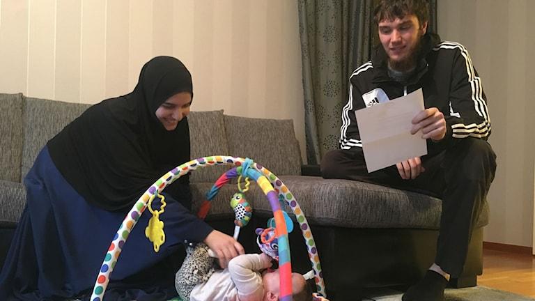Aishat med dottern Imara och maken Islam.