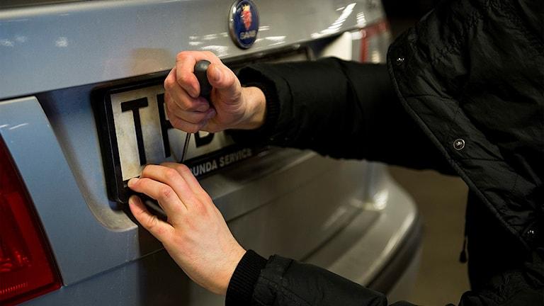 Stulna registreringsskyltar. Polisanmäl alltid om din registreringsskylt blir stulen. I de flesta fall tänker tjuven använda skylten för att begå andra brott.