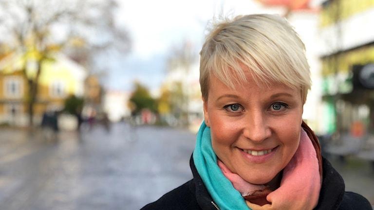 Anna Tenje står på Storgatan i Växjö