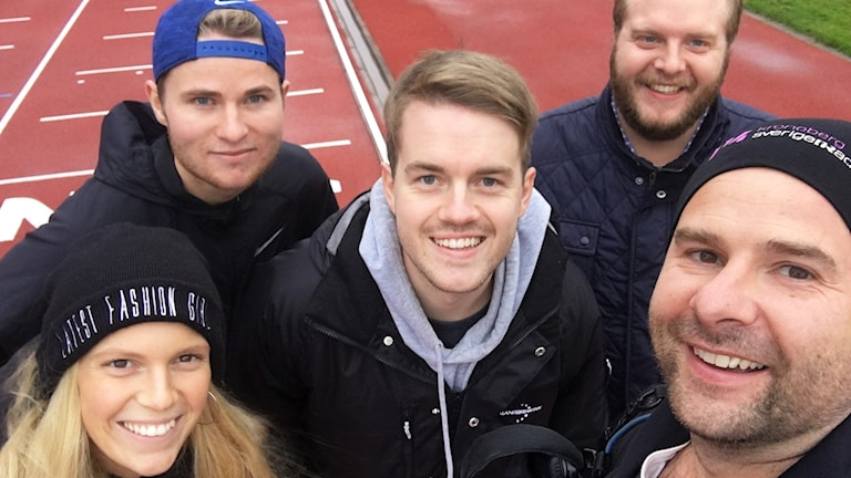 En grupp människor i en selfie