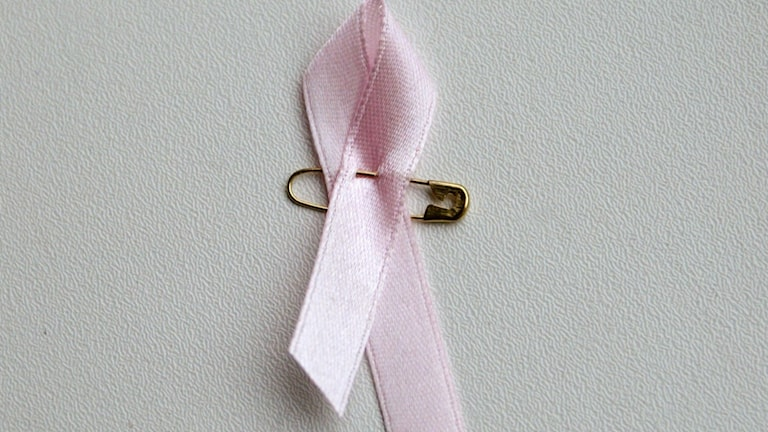 Ett rosa band.